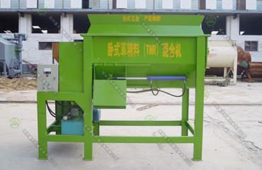 2立方卧式草精料(TMR)混合机